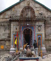 500 labourers brave snow to rebuild flood-ravaged Kedarnath